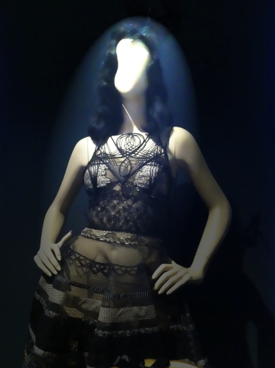 #glitters #gold #goldie #jpg #jeanpaul gaultier #nanamouskouri #giels #fashion #show #exhibition #paris #france #fashion #design #mode